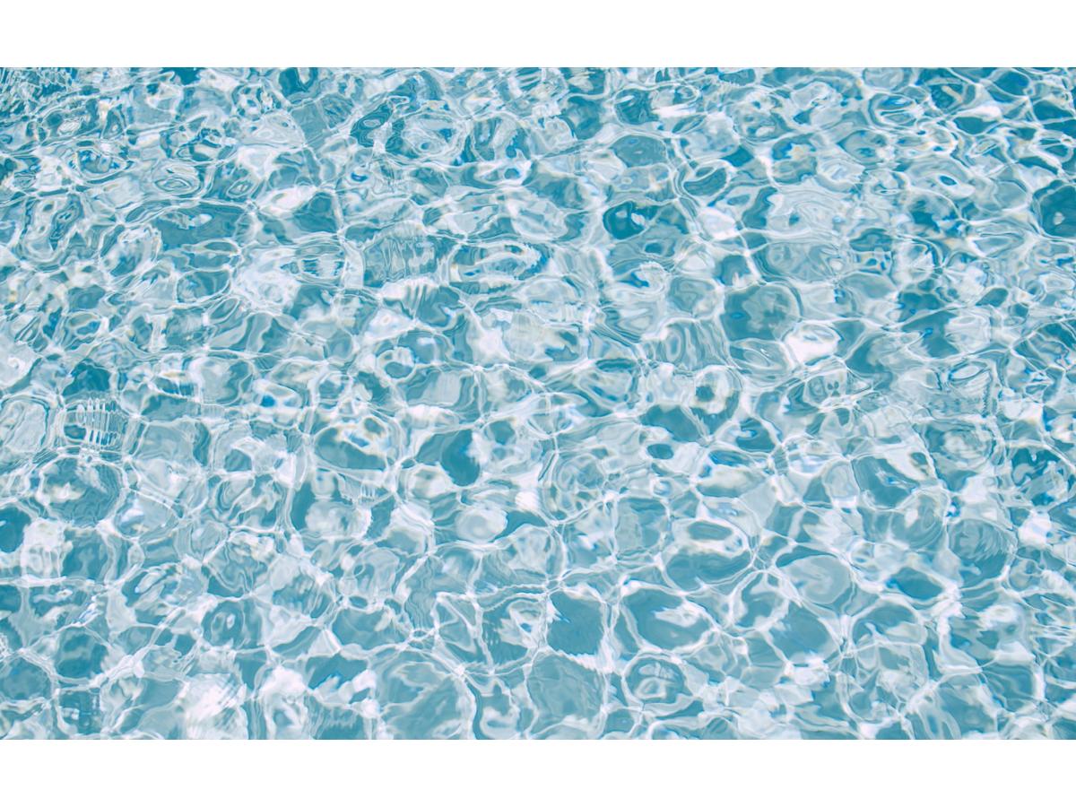 Цвет воды в бассейне изменился: в чем проблема?